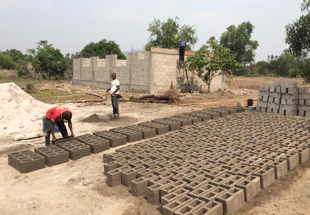 Stichting Diba Aids Congo leren bouwblokken maken