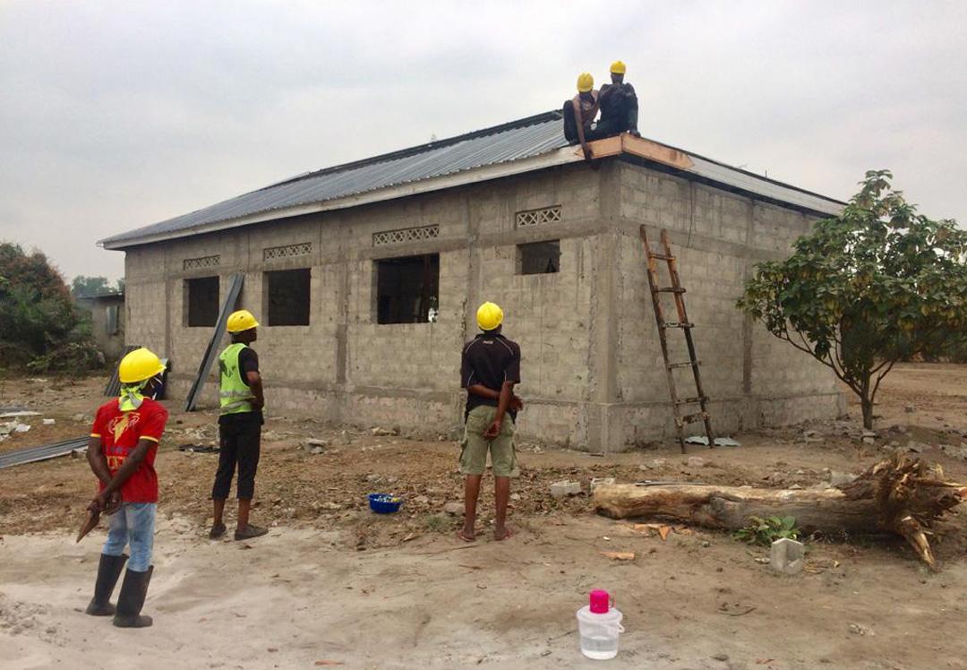 Stichting Diba Aids Congo leren dak maken